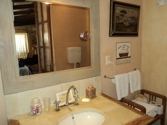 Colonia Suite Apartments: baño