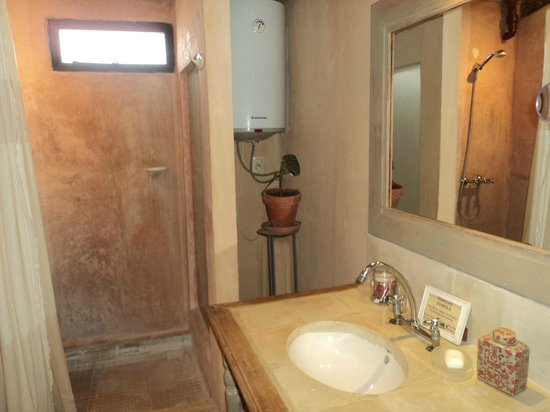 Colonia Suite: Baño