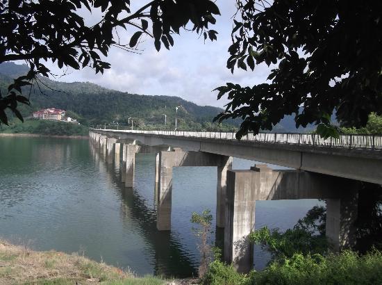 Temenggor Lake: after this bridge, you we spot the resort