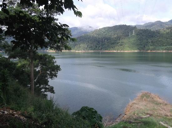Temenggor Lake: nice place