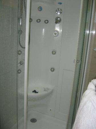 Hotel Antica Casa Carettoni : Shower