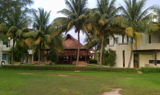 Laguna Suites Golf & Spa: Desde el campo de golf