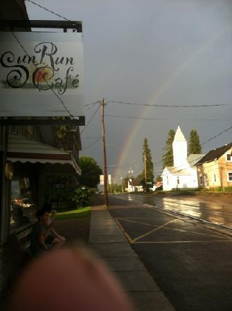 Sunrun Cafe: hwy 62