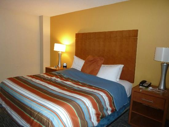 HYATT house Hartford North/Windsor: King bed