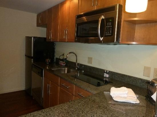 HYATT house Hartford North/Windsor: Kitchen