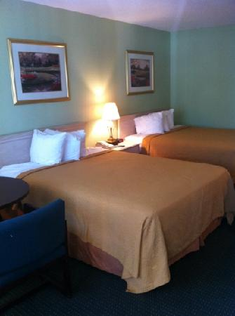 Ramada Hilton Head: room