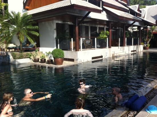 Baan Yin Dee Boutique Resort: a lazy morning by the pool - 29 degrees at 9am