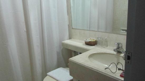 Casa Leticia Boutique Hotel: clean bathroom