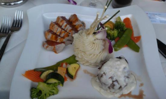 Vigilucci's Seafood and Steakhouse: Ahi and filet