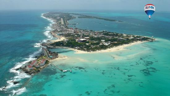 Mia Reef Isla Mujeres: Arial view of the hotel and casitas. I recommend the casitas not the hotel itself.