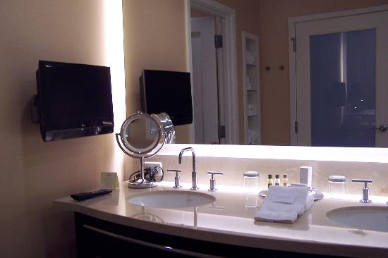 Agua Caliente Casino Resort Spa: TV & small magnifying mirror that lights up