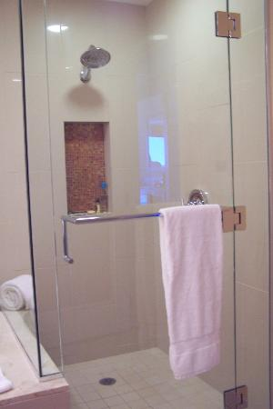 Agua Caliente Casino Resort Spa: Glass enclosed shower