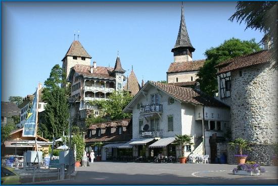Aquawelle: Wendeplatz mit Schloss Spiez