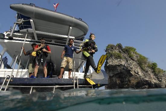 Lanta Diving Safaris: Jump into another world