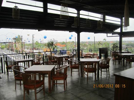 Umalas Hotel and Residence: Roof Top Restaurant