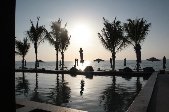 Beyond Resort Khaolak: Täglich ein traumhafter Sonnenuntergang
