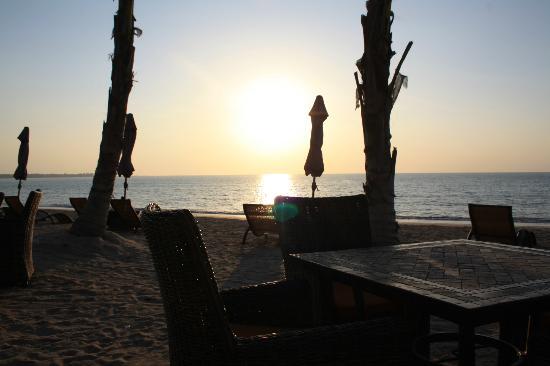 Beyond Resort Khaolak: Happy Hour
