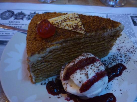 CCCP Restaurant: Honey cake