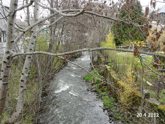 Au Montagnard : The stream by the restaurant