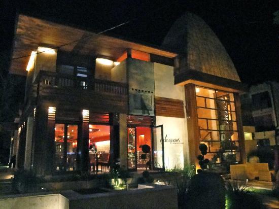 Mala Garden Hotel: Street view