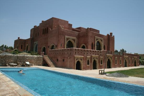 Villa Gonatouki: View from the lower pool of the 'castle' style hotel!