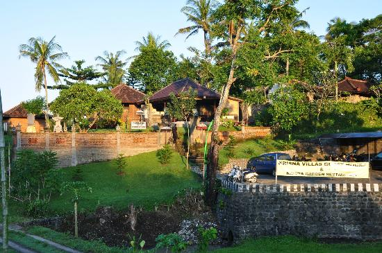 Krisna Villa's Guest House: Krisna outside (from the hills)