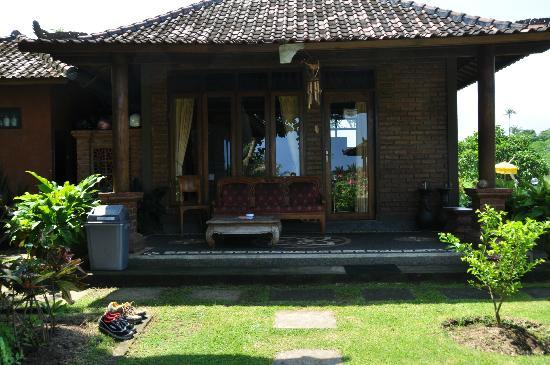 Krisna Villa's Guest House: Big bungalow outside
