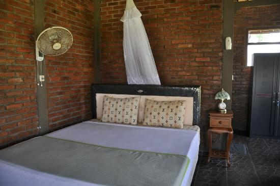 Krisna Villa's Guest House: Big bungalow inside