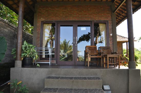 Krisna Villa's Guest House: Small bungalow outside