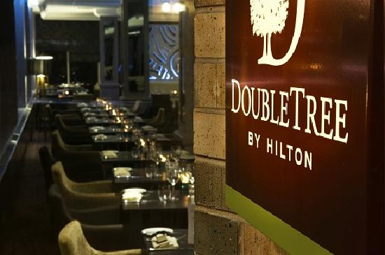 DoubleTree by Hilton Hotel Sheffield Park: Piano Restaurant and Bar from Entrance