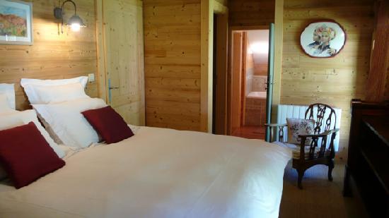 Chalet Chatelet: Romantic Vieux Chalet bedroom