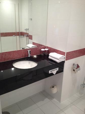 Vienna House Easy Angelo Pilsen: bathroom