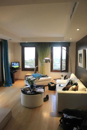 Iakovaki Suites & Spa: living room