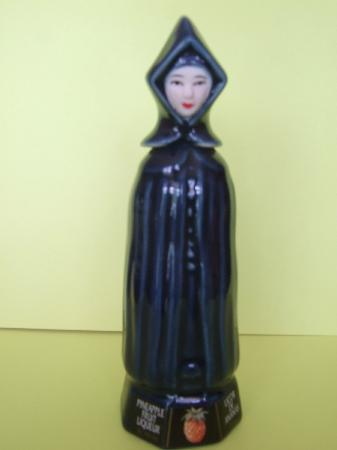 Fabrica de Licores Mulher de Capote: Miniature liqueur bottle-Mulher de Capote