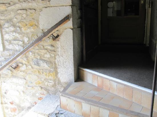 Hotel de Savoie: Entry at turn of the steps
