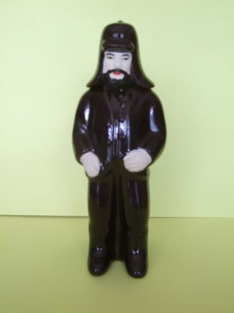 Fabrica de Licores Mulher de Capote: Miniature liqueur bottle- traditional man costume