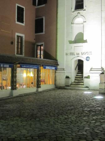 Hotel de Savoie : Easy to find entrance