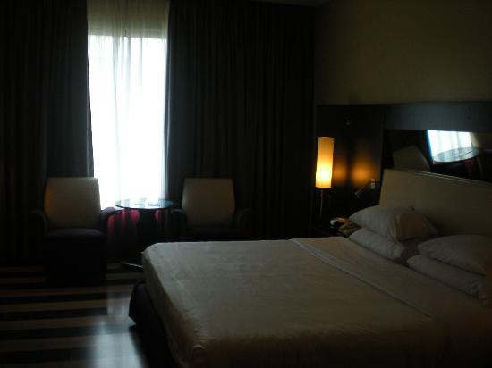 Four Points by Sheraton Le Verdun: king room