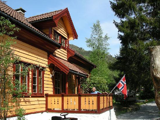 No. 17 Gronnestolen Farm : sunny terrace...