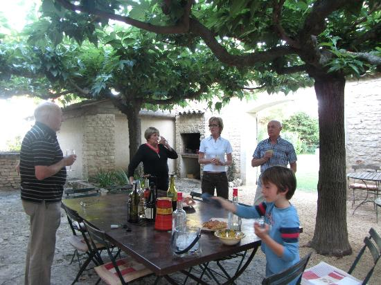 Sous L'olivier: Time for the apero!
