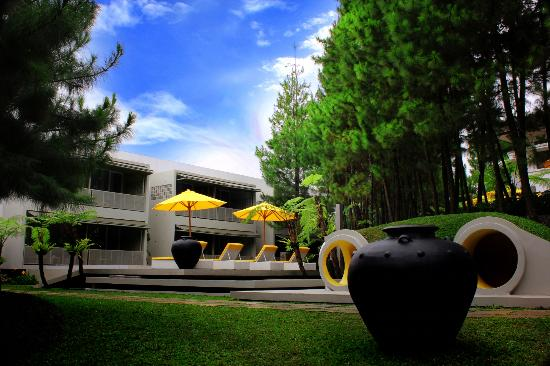 Enjoy The Art Deco Design Foto Bumi Bandhawa Hotel Bandung