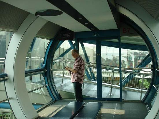 Singapore Flyer Capsule - Picture of Singapore Flyer ...