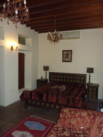 Orient Guest House: Blick in das traditionell möblierte Zimmer