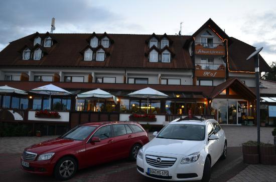 Schweigener Hof : Ansicht von Parkplatz + Hotel von Strasse her