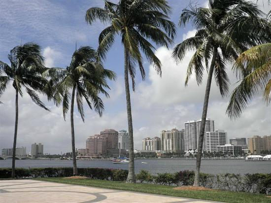 Henry Morrison Flagler Museum: View to Palm Beach