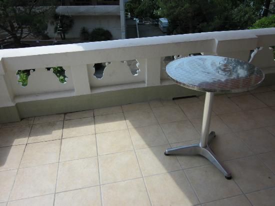 """Villa Toscane : The """"long"""" balcony~"""