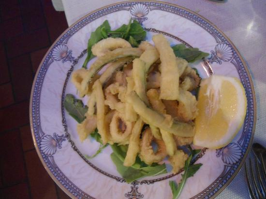 Bruno : Frittura di calamari e zucchine, fragrante, asciutta e freschissima