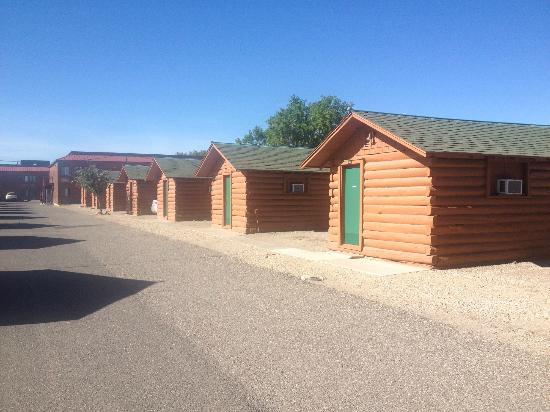 Buffalo Bill Cabin Village: Several of the cabins
