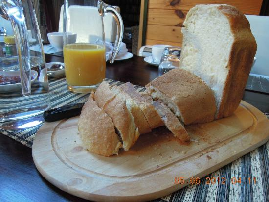 Mokoia Downs Estate B&B: Delicious bread!