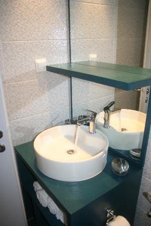 Villa Ria Apartments & Suites: Μπάνιο